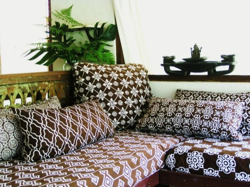 afro brown sofa.JPG